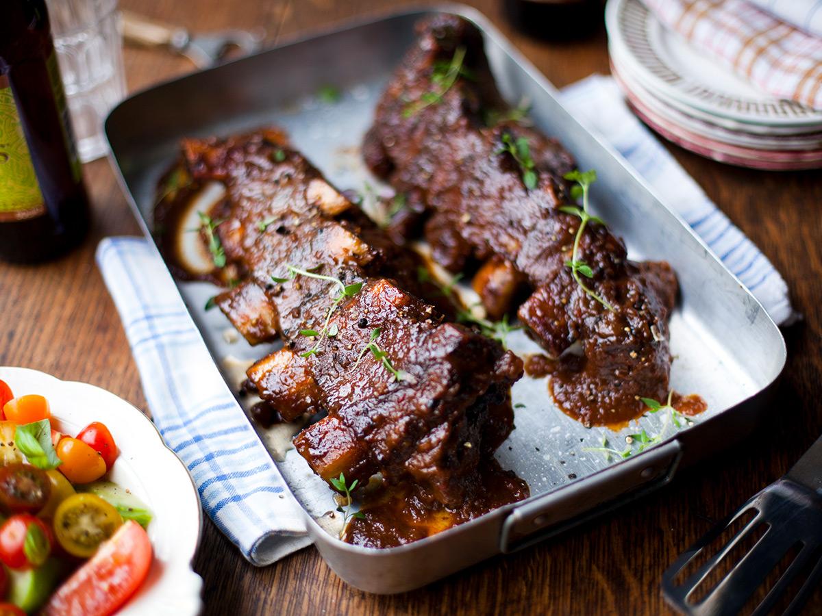 Geschmorte Beef Short Ribs mit Rotwein und Melasse